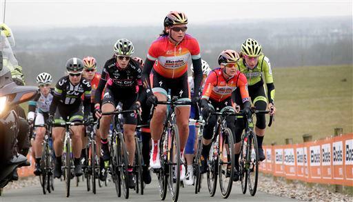 Chantal Blaak leidt namens Boels-Dolmans de dans in de Ronde van Drenthe (Anton Vos)